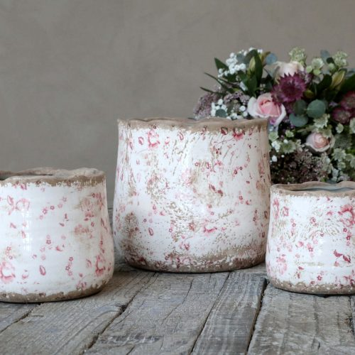 Display of 3 matching plant pots of varying sizes