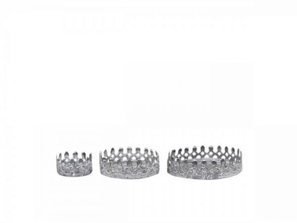 Set of 3 candle holders with a crown effect look