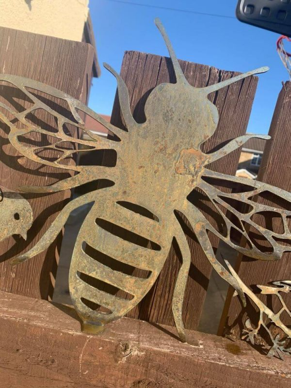 Rusted cut out bee