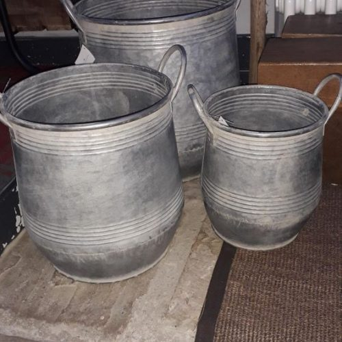 Set of 3 zinc planters with handles. A ribbed effects at top and bottom